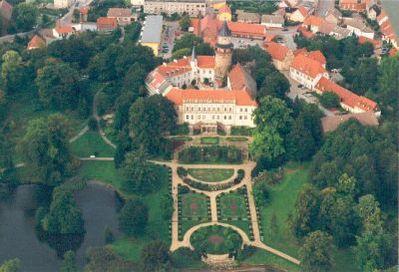 Luftbild Schloss und Park Wiesenburg